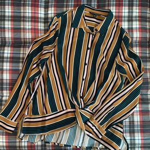 NWOT! Sharagano Knotted Button Up Top